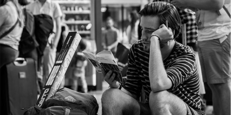 de-viaje-leyendo
