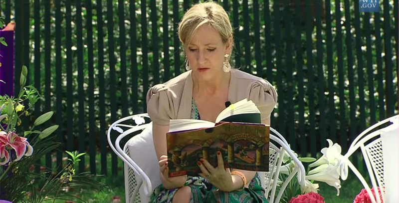 rowling-leyendo-libro