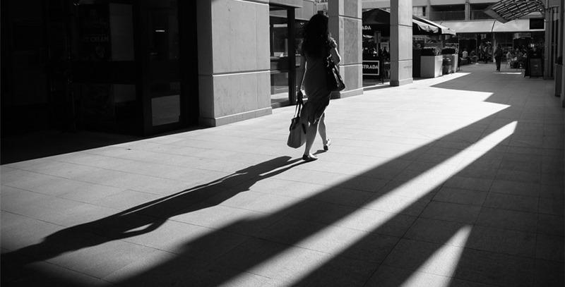 sombra-mujer-espaldas