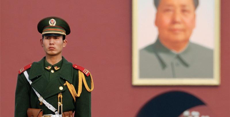 soldado-y-retrato-de-mao