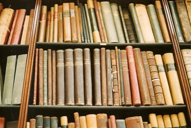 anaquel con libros