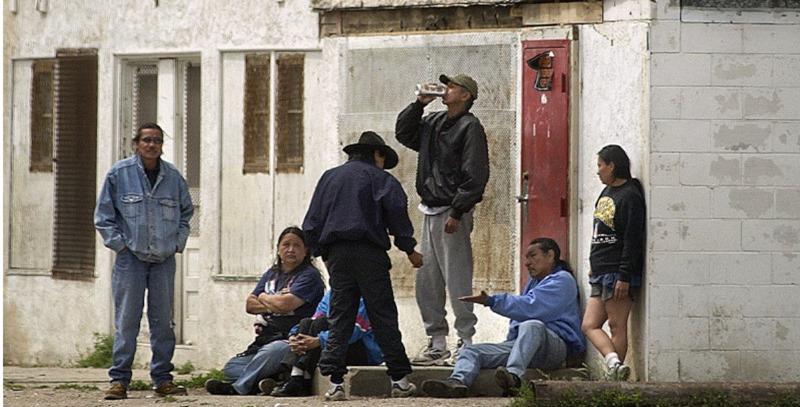 nativos americanos bebiendo