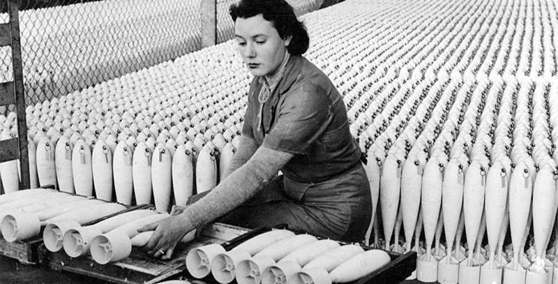 iigm-mujer-fabricando-municion