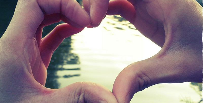 corazon-con-las-manos