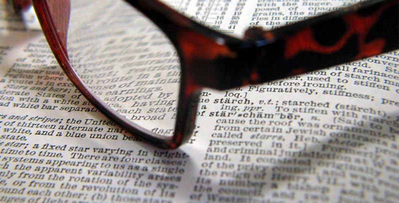 gafas-sobre-hojas-de-libro