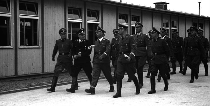 himmler-visitando-campo-de-concentracion