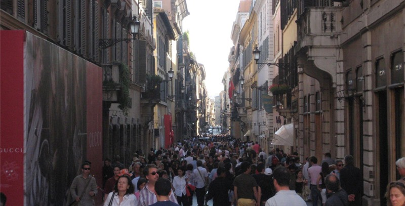 italia-calle-abarrotada