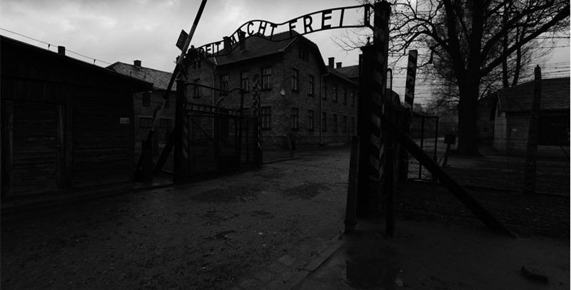 puerta-de-entrada-de-auschwitz