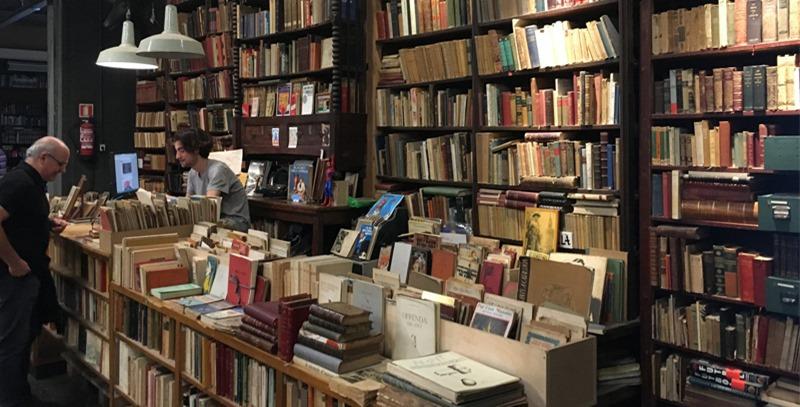 libreria-repleta-de-libros