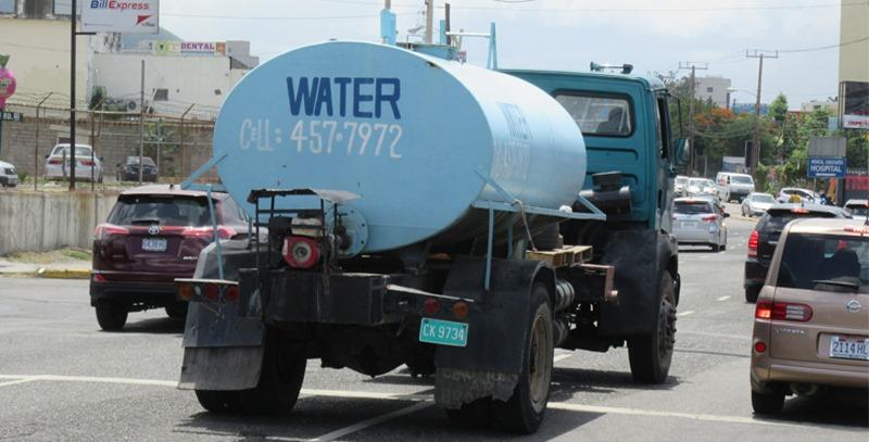 vehiculo-cisterna-con-agua