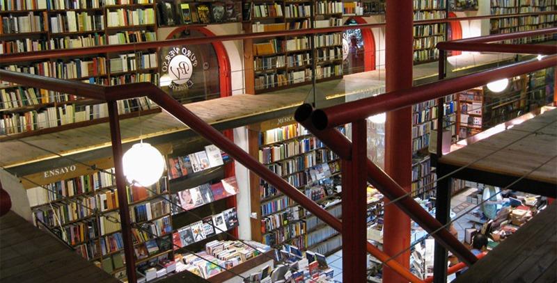 libros-en-expositores-de-libreria
