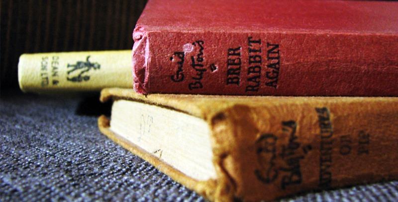 libros-antiguos-apilados