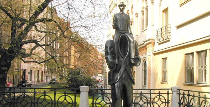 estatua franz kafka praga