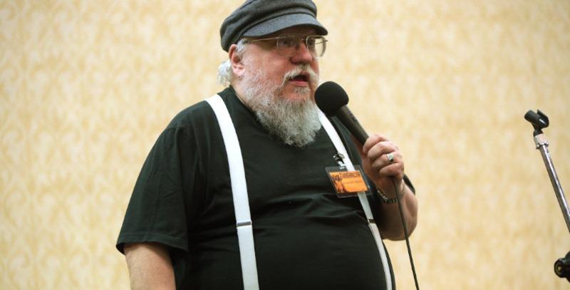 george martin dando conferencia