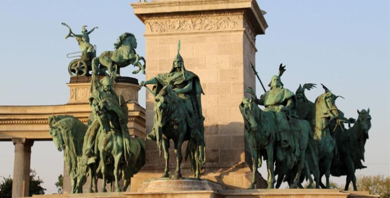 plaza de los heroes budapest